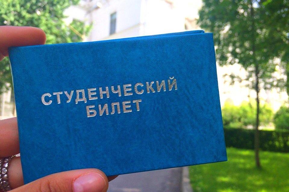Пропуск в новый этап увлекательного путешествия - студенческий билет гуманитария Политеха!