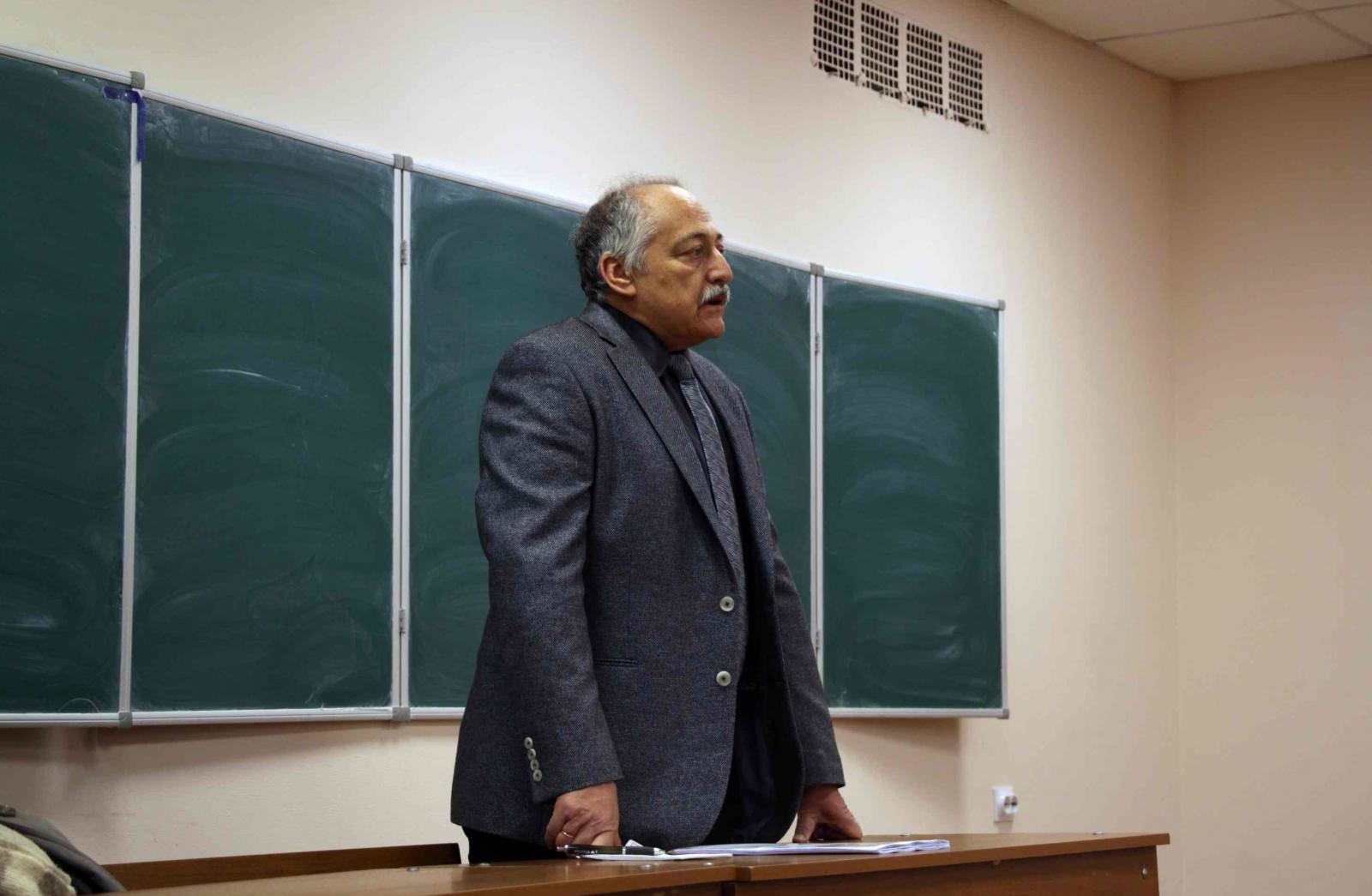 Знаменитый историк Арон Шнеер выступил с лекцией для студентов ГИ