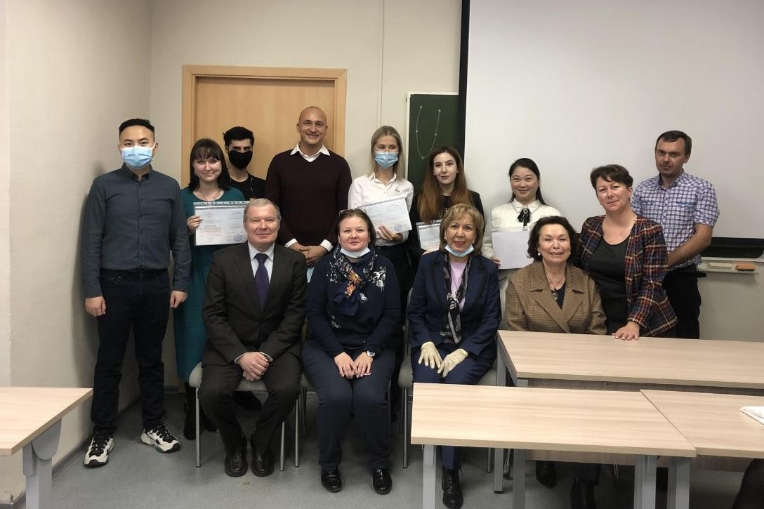 Состоялось вручение дипломов аспирантам Гуманитарного института