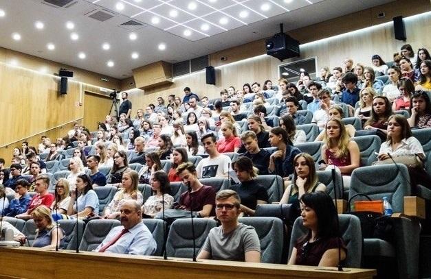 Студенты обсудили роль СМИ в современном обществе вместе с главой информационно-аналитического издания «Фонтанка.ру» Андреем Константиновым
